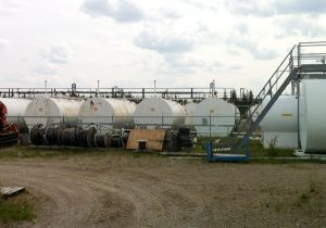 Diesel fuel farm (500,000 L) in Kasabonika Lake First Nation (Northern Ontario).