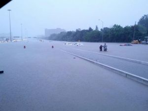 Flash flooding in Toronto shut down many major roadways, including Hwy. 427. Click to view more photos at TheAlbatross.ca